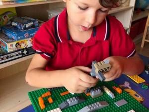Çalışkan Arılar Sınıfı Lego Atölyesinde yaratıcı ürünler tasarlıyor….