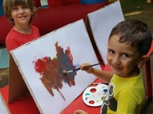Ana renkleri tanıyoruz.Sanat etkinlikleri çocukların estetik duygusuna katkı sağlayan, görsel algıyı geliştiren, el becerilerini güçlendiren etkinliklerdir..