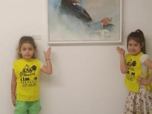 Çalışkan arılar..Ekol sanat galerisi Remzi İrem Atatürk portreleri resim sergisini gezdiler..