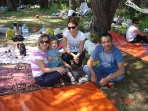 Velilerimizle birlikte düzenlediğimiz piknikte çok eğlendik.