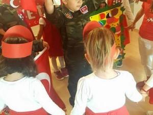 Yer gök Bayrak…Yer gök Atatürk..Yaşasın Cumhuriyet…