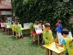 Orman ve Uzay Sınıfı Okul Dışarda Günü… Bizde dışardayız… Bahçemizde sanat etkinlikleri yaptık ve oyunlar oynadık…